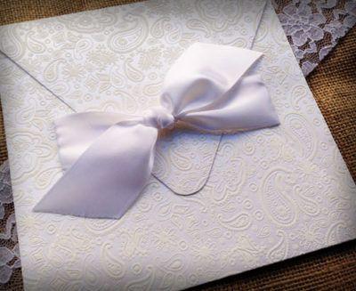Πολυτελή προσκλητήριο γάμου με φάκελο από ειδικό χαρτί με υφή δαντέλας