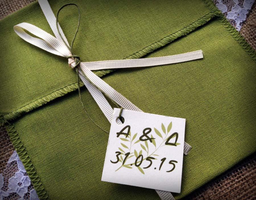Ένα ξεχωριστό προσκλητήριο γάμου σε αποχρώσεις ελιάς